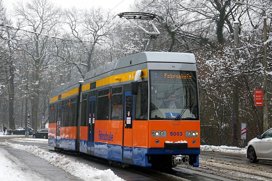 http://www.bimmelbus-leipzig.de/Bahnen/FahrschulwagenL/Haltestellen/Holbeinstrasse/FahrschulwagenL_Holbeinstrasse_1.jpg