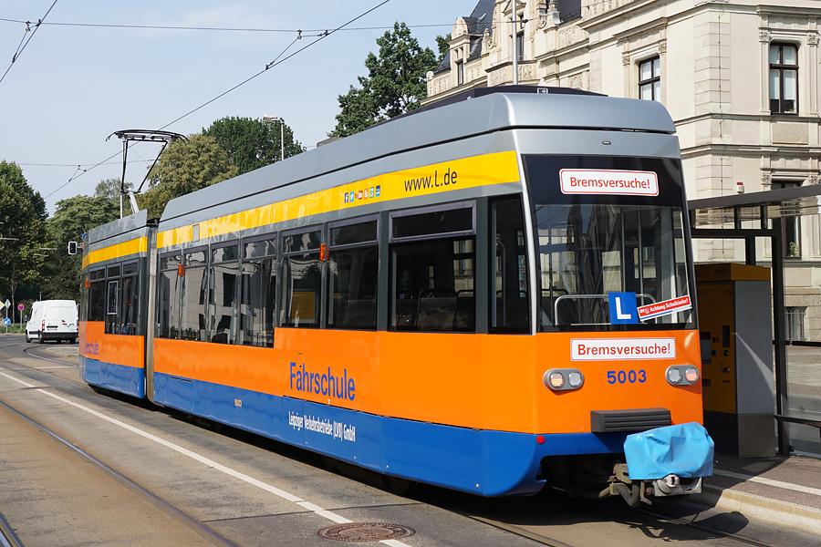 http://www.bimmelbus-leipzig.de/Bahnen/FahrschulwagenL/Stadtzentrum/NeuesRathaus/FahrschulwagenL_NeuesRathaus_2.jpg