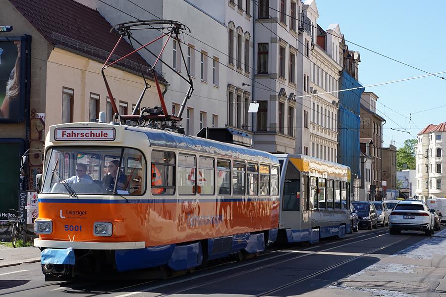http://www.bimmelbus-leipzig.de/Bahnen/FahrschulwagenT/Haltestellen/Adler/FahrschulwagenT_Adler_1.jpg