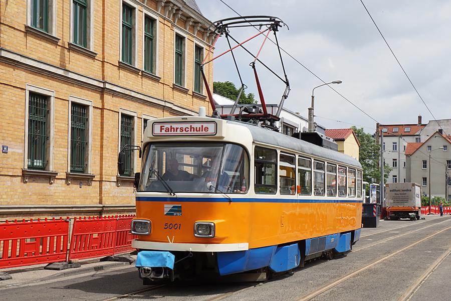 http://www.bimmelbus-leipzig.de/Bahnen/FahrschulwagenT/Haltestellen/Kolmstrasse/FahrschulwagenT_HolzhauserStrasse_9.jpg