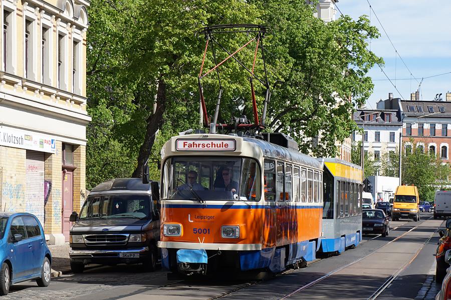 http://www.bimmelbus-leipzig.de/Bahnen/FahrschulwagenT/Haltestellen/Schwartzestrasse/FahrschulwagenT_Schwartzestrasse_1.jpg