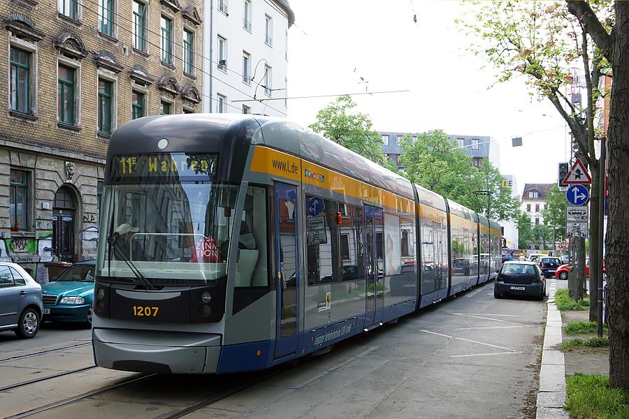 http://www.bimmelbus-leipzig.de/Bahnen/NGT12/ArnoNitzscheStrasse/Wiedebachplatz/NGT12_Wiedebachplatz_1.jpg