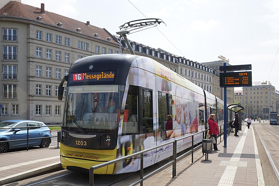 http://www.bimmelbus-leipzig.de/Bahnen/NGT12/Stadtzentrum/Rossplatz/NGT12_Rossplatz_1.jpg