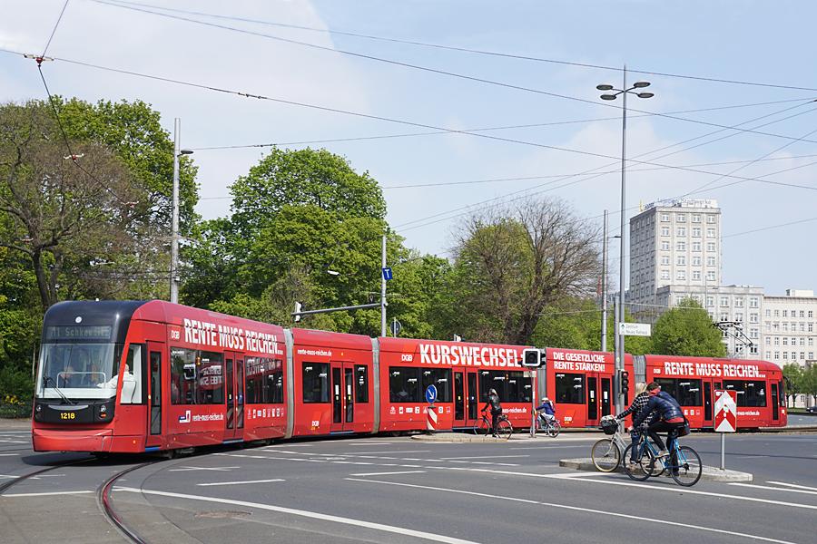 http://www.bimmelbus-leipzig.de/Bahnen/NGT12/Stadtzentrum/Rossplatz/NGT12_Rossplatz_8.jpg