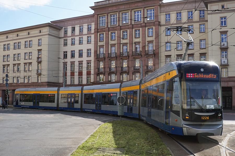 http://www.bimmelbus-leipzig.de/Bahnen/NGT12/Windmuhlenstrasse/Hartelstrasse/NGT12_Hartelstrasse_1.jpg