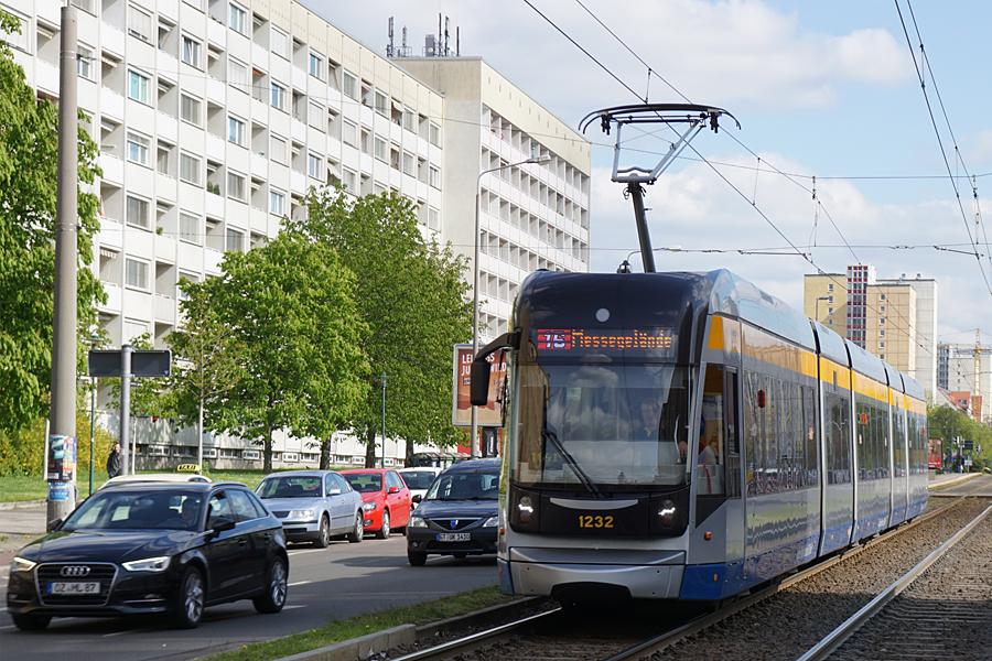 http://www.bimmelbus-leipzig.de/Bahnen/NGT12/Windmuhlenstrasse/Hartelstrasse/NGT12_Hartelstrasse_6.jpg