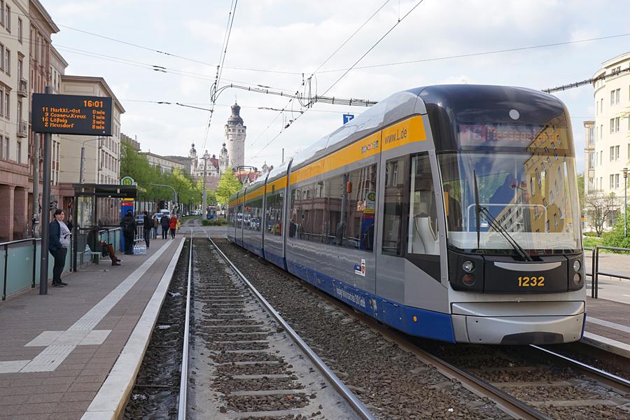 http://www.bimmelbus-leipzig.de/Bahnen/NGT12/Windmuhlenstrasse/Hartelstrasse/NGT12_Hartelstrasse_7.jpg