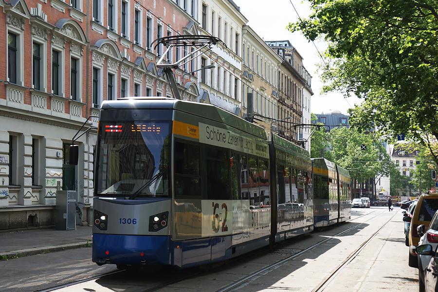 http://www.bimmelbus-leipzig.de/Bahnen/NGT6/ArnoNitzscheStrasse/Wiedebachplatz/NGT6_Wiedebachplatz_1.jpg
