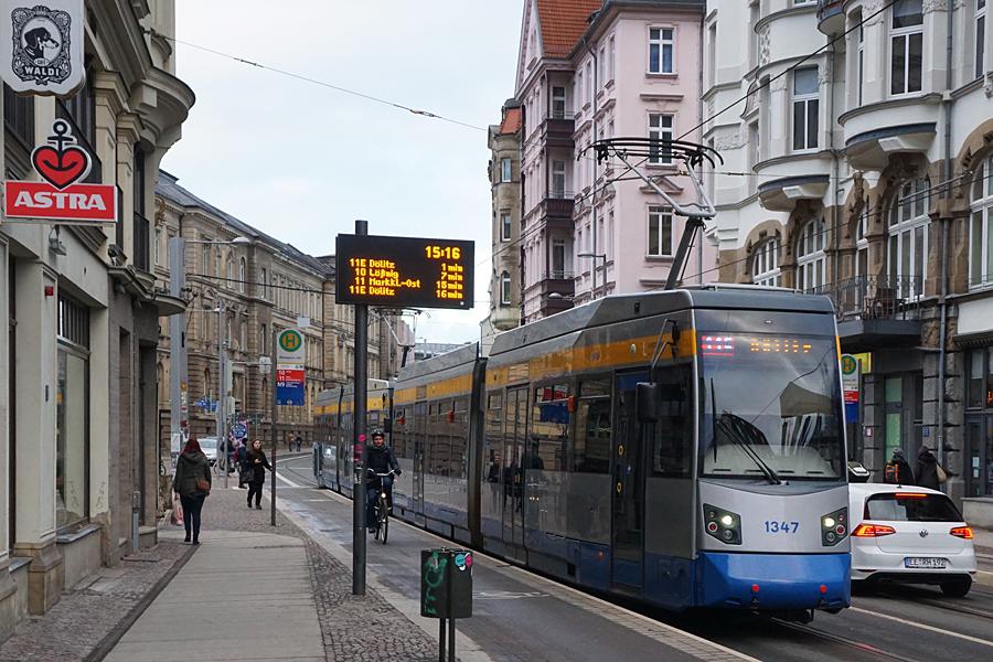 http://www.bimmelbus-leipzig.de/Bahnen/NGT6/KarlLiebknechtStrasse/Munzgasse/NGT6_Munzgasse_2.jpg
