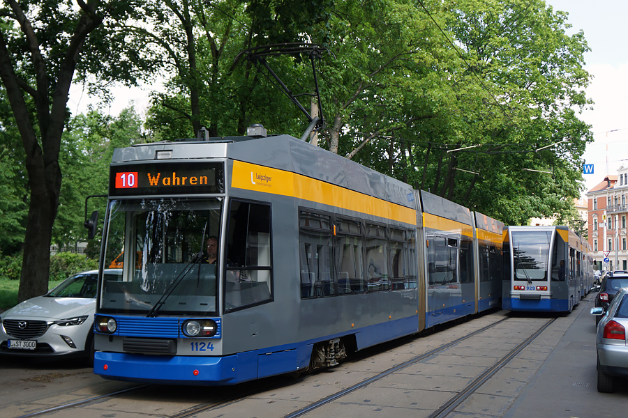 http://www.bimmelbus-leipzig.de/Bahnen/NGT8/ArnoNitzscheStrasse/Wiedebachplatz/NGT8_Wiedebachplatz_4.jpg