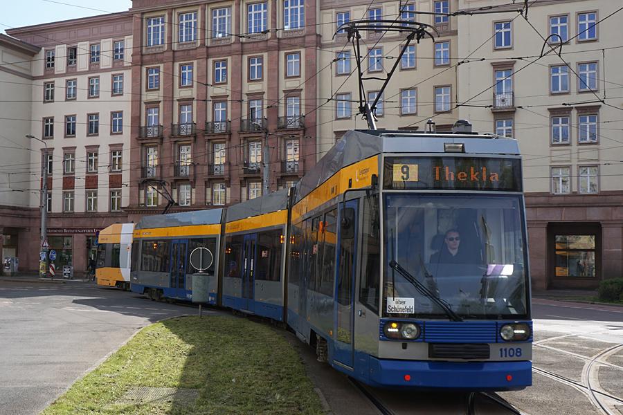 http://www.bimmelbus-leipzig.de/Bahnen/NGT8/Windmuhlenstrasse/Hartelstrasse/NGT8_Hartelstrasse_1.jpg