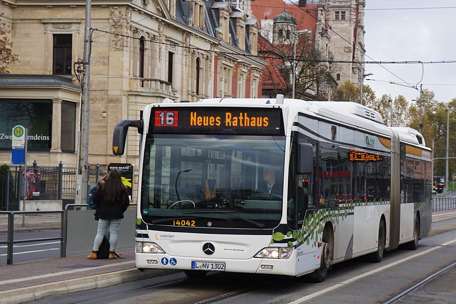 http://www.bimmelbus-leipzig.de/Busse/O530GDH/Stadtzentrum/NeuesRathaus/O530GDH_NeuesRathaus_1.jpg