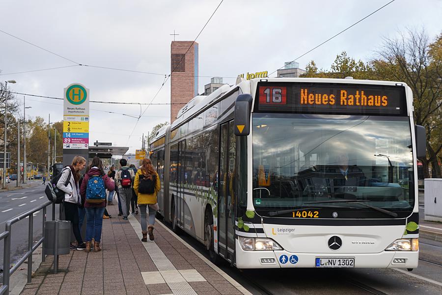 http://www.bimmelbus-leipzig.de/Busse/O530GDH/Stadtzentrum/NeuesRathaus/O530GDH_NeuesRathaus_2.jpg