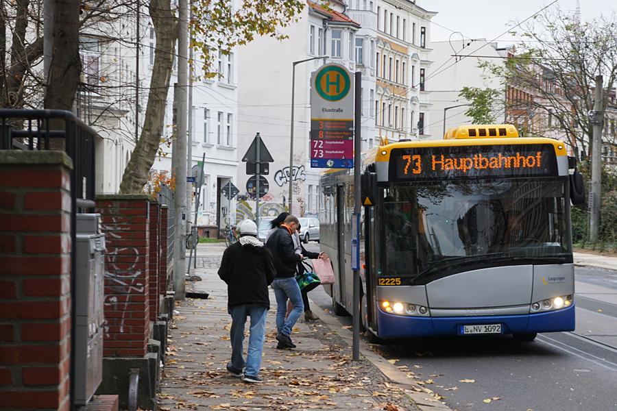 http://www.bimmelbus-leipzig.de/Busse/Urbino12/Elsastrasse/K/Urbino12_Elsastrasse_3.jpg